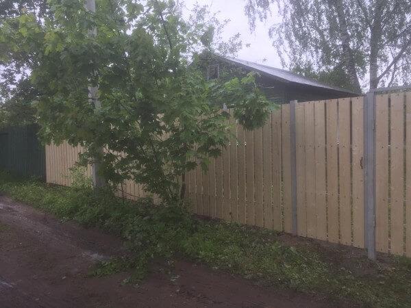 Заборы из дерева с установкой под ключ в Москве