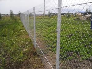 Купить забор из сетки рабицы с установкой | Цены под ключ